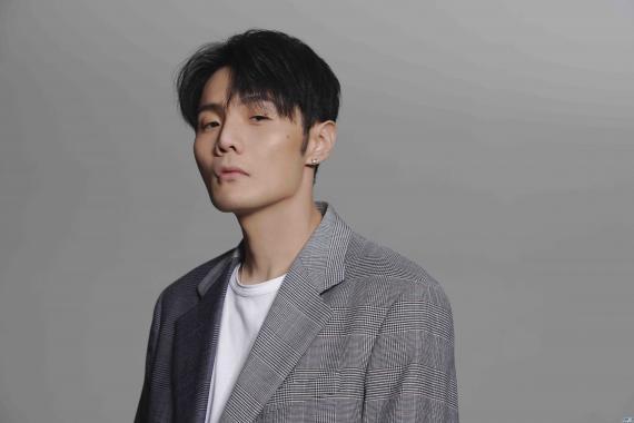 李荣浩最新单曲《要我怎么办》 上线 用四个字总结人生